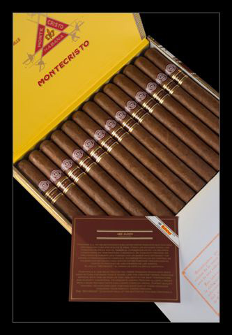 Montecristo Churchill Anejados – Box of 25