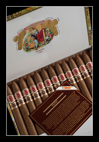 Romeo y Julieta Piramides Anejados – Box of 25