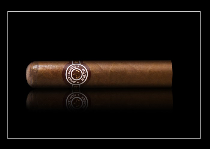 Montecristo Media Corona – Box of 25